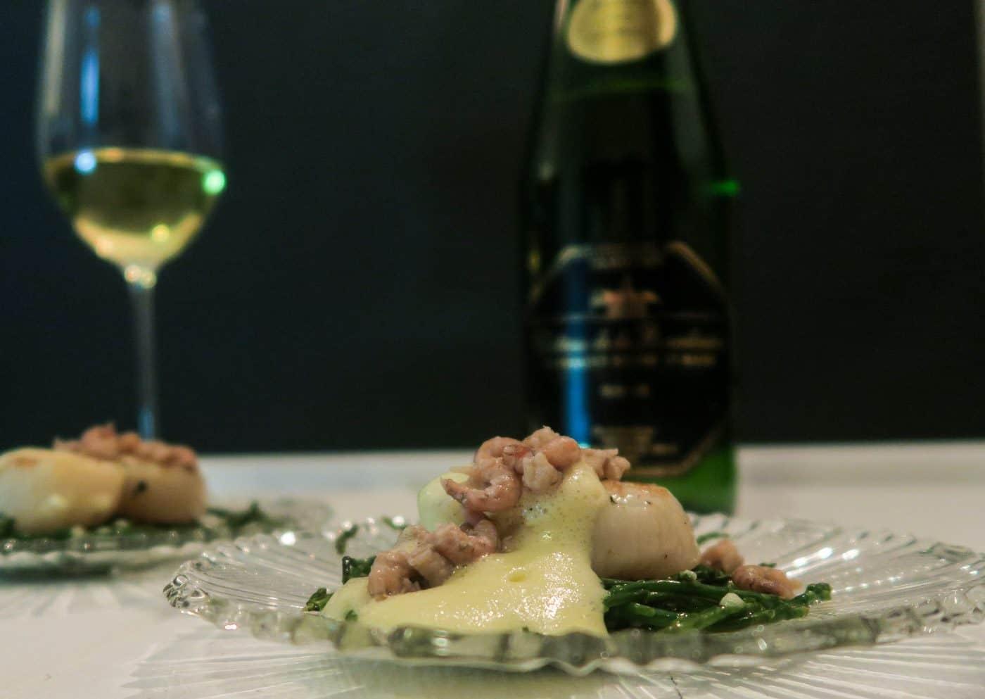 Wijnspijs: coquilles met rieslingsabayon, Hollandse garnalen en zeekraal